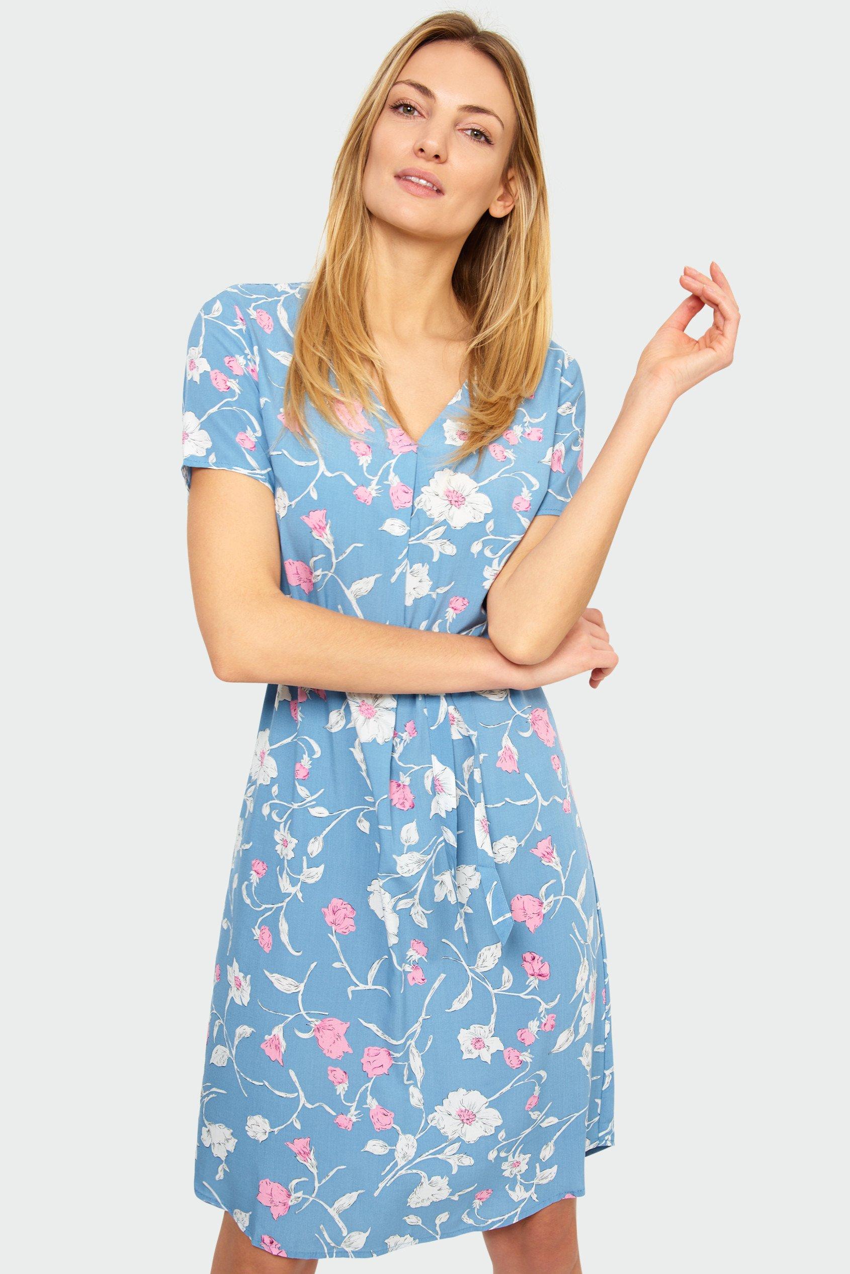 jasnoniebieska sukienka w kwiaty